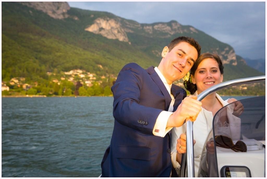 photo couple mariage lac annecy bateau sur le lac