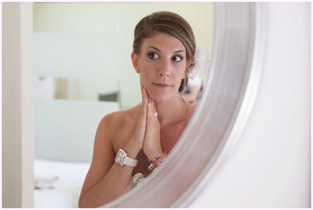 future mariée dans le miroir
