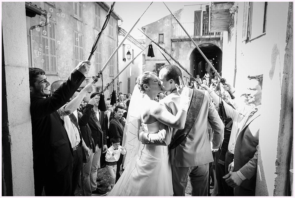 photographe mariage provence sortie d'église