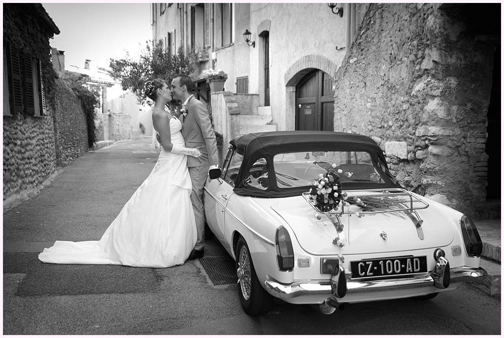 photographe mariage provence cagnes sur mer couple vieille voiture
