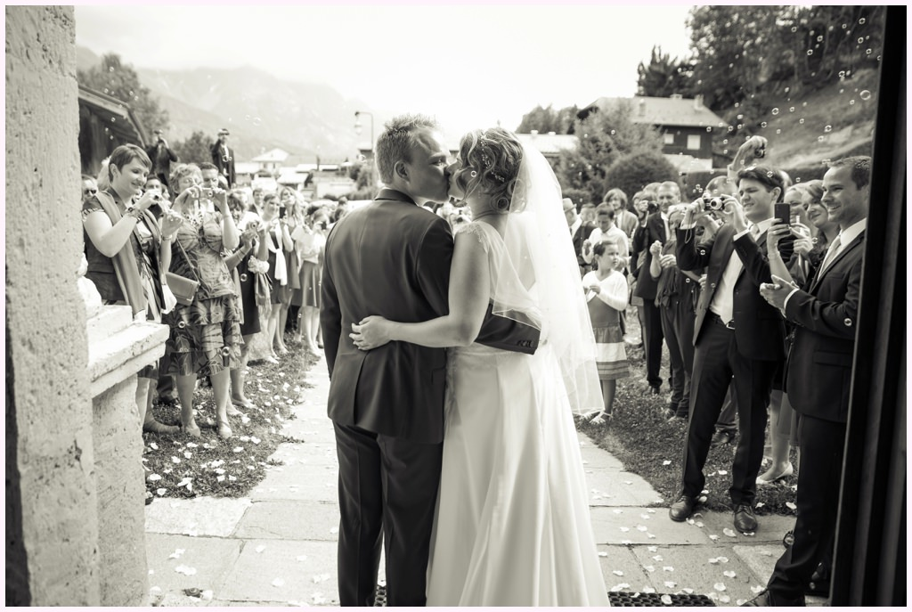 sortie d'eglise mariage saint gervais aurelie allanic photographe