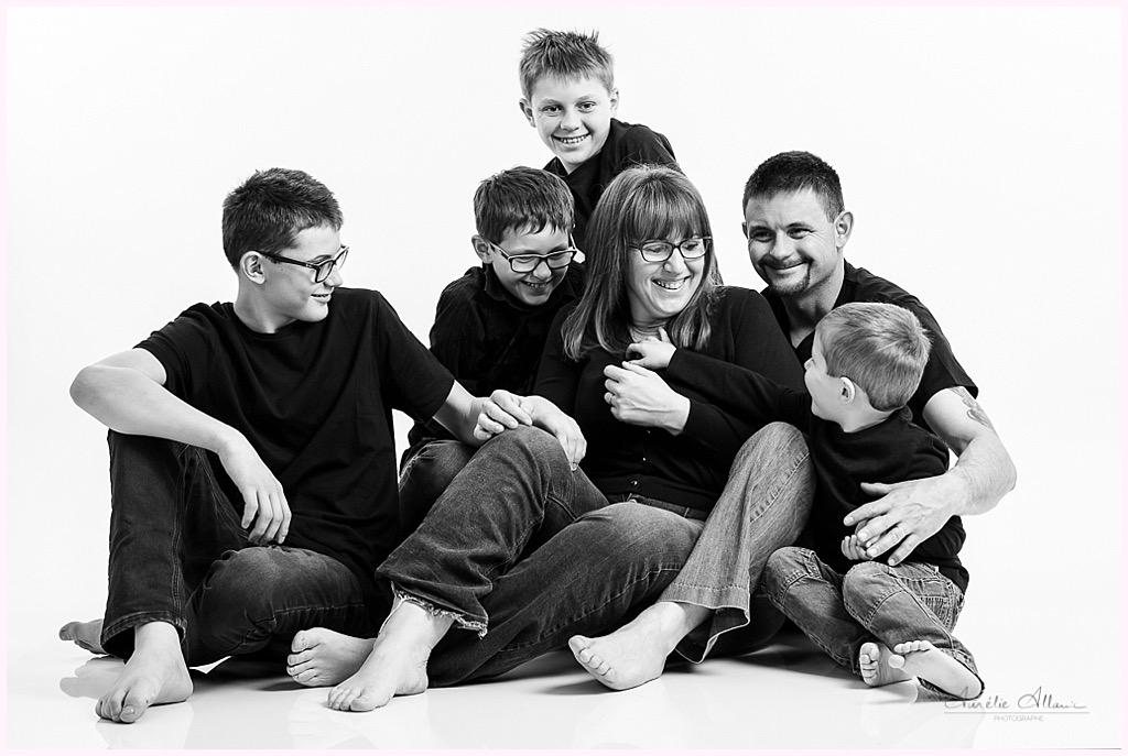famille nombreuse quatre enfants séance photo studio photographe famille grenoble studio pontcharra