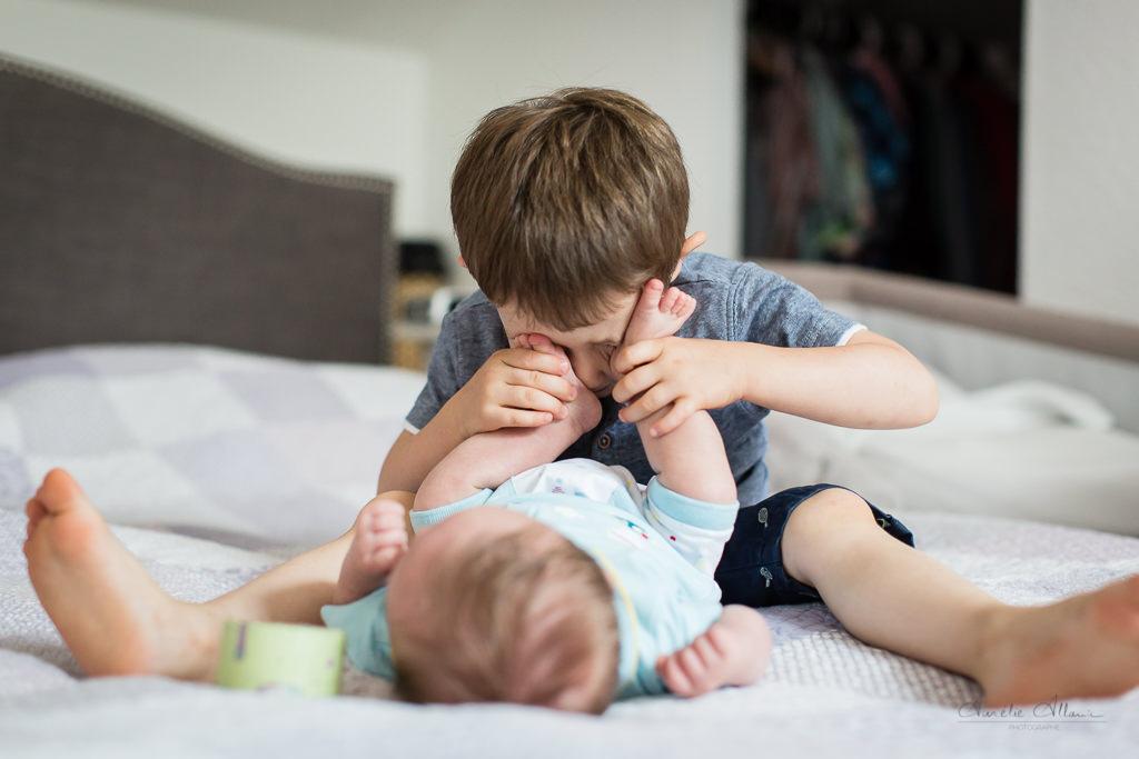 photographe famille reportage à domicile séance photo famille lifestyle aurelie allanic
